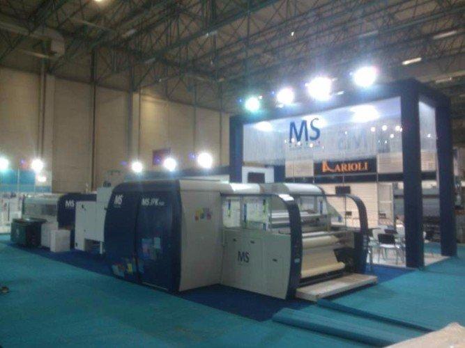 uno stand di MS printing Solutions con esposizione delle stampanti professionali