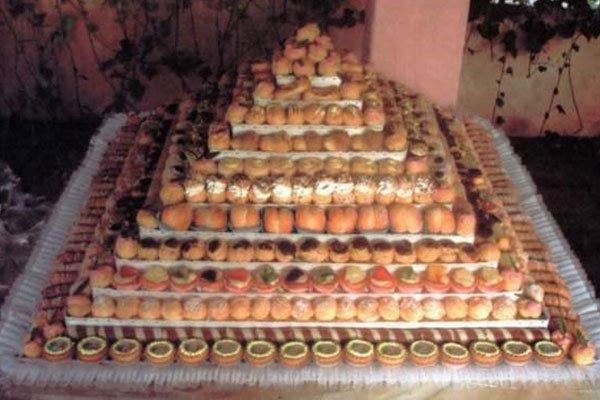 torta composta da pasticcini