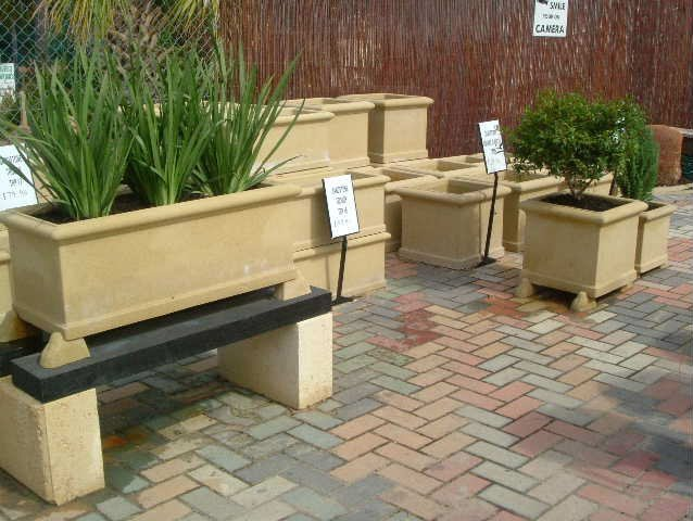 planter pots in various sizes