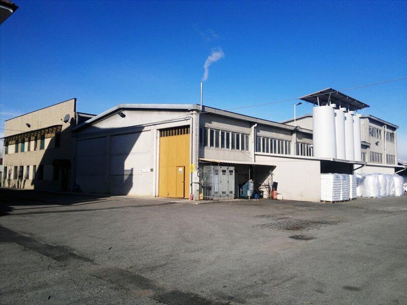 parcheggio di una fabbrica