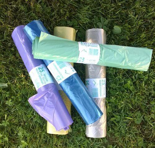 sacchetti per la spazzatura in diversi colori