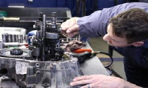 Expert diagnosing and repairing an automatic transmission in Cincinnati, OH