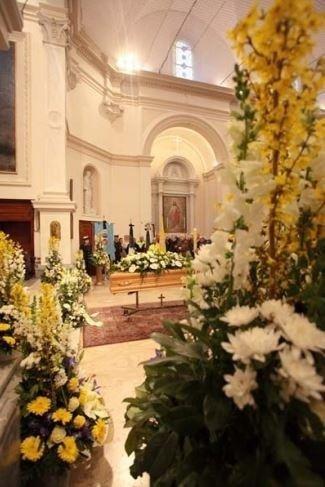 cura della cerimonia-impresa funebre-rosati ombretta