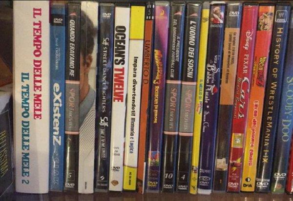Libri usati al negozio A2Rina Pawn Shop a Milano