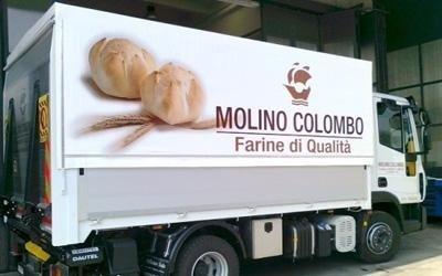 Fornitura di teloni per camion personalizzati