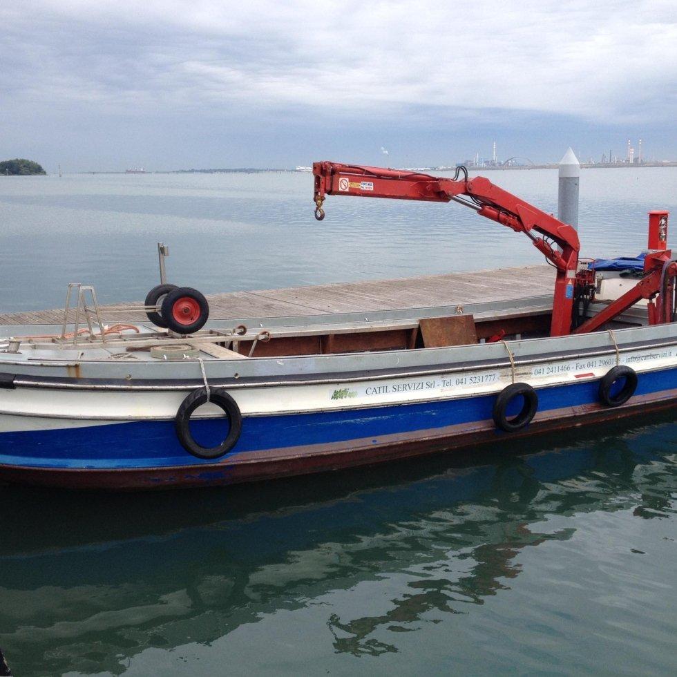 Barca 120 quintali con gru