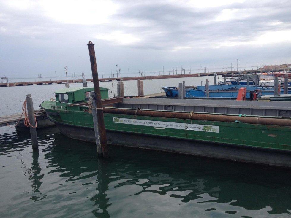 Barca 500 q.li con gru