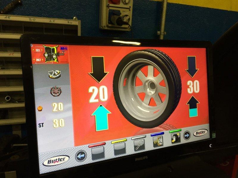vista sullo schermo dei valori di una ruota durante un equilibratura