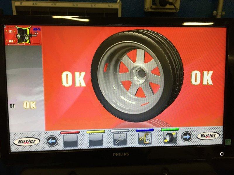 vista dello schermo con una ruota e la scritta Ok al termine di un equilibratura