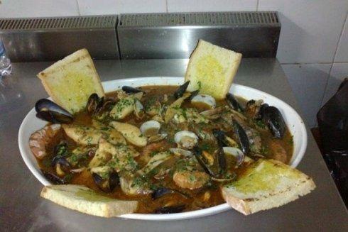 Zuppa di crostacei e molluschi