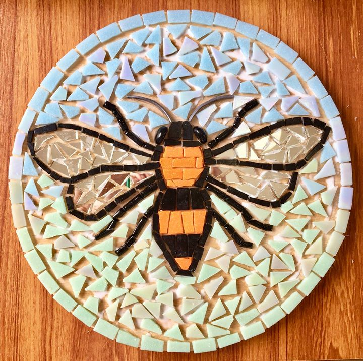 Mosaic Workshops at TomatoJack Arts, Berkeley, Gloucestershire. Mosaic Bee