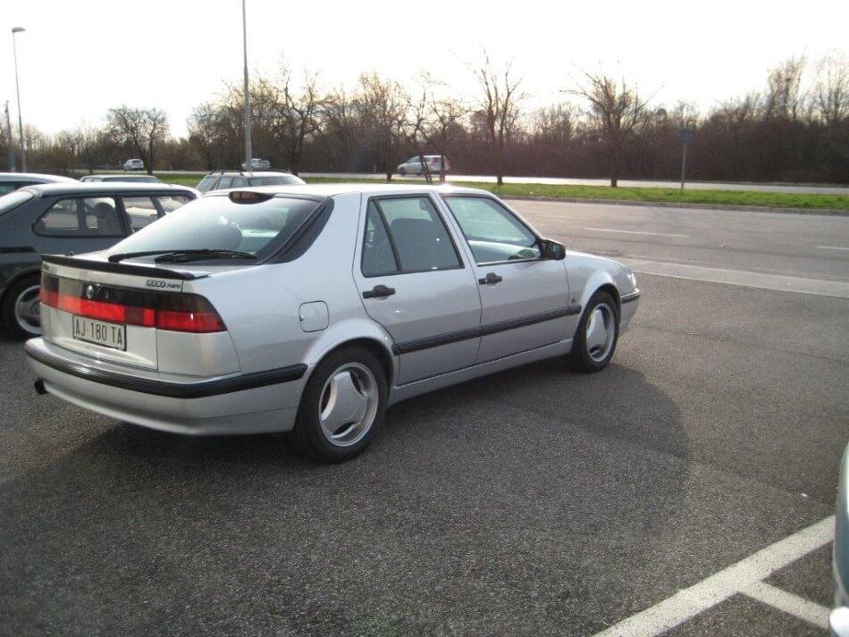 Auto Saab grigia