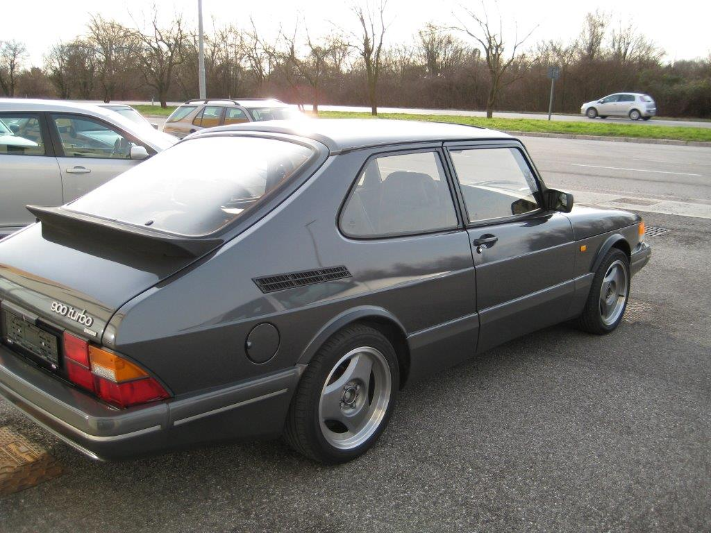 Vista laterale Saab - 900 Turbo