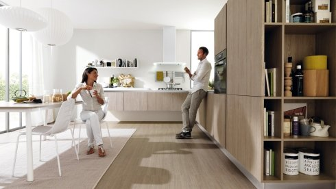 tavolo bianco, sedie bianche, mobili su misura per cucine
