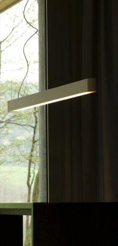 Il nostro negozio propone i raffinati lampadari in sospensione modello Teca.