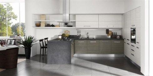 cucina con piano di lavoro in ardesia, cucina con cappa a soffitto, cucina moderna