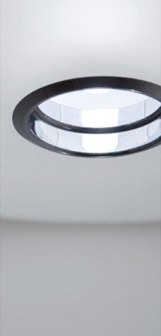 Il lampadario Extra, disponibile in negozio, è caratterizzato da linee eleganti e moderne,