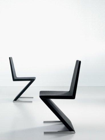 Il negozio propone le sedie di design modello Zeta.