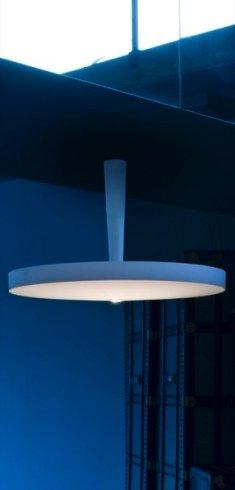 In negozio potrete acquistare lo splendido lampadario modello Equilibre.