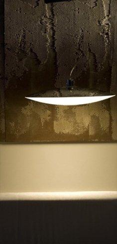 Presso lo showroom potrete acquistare il lampadario modello Extra.