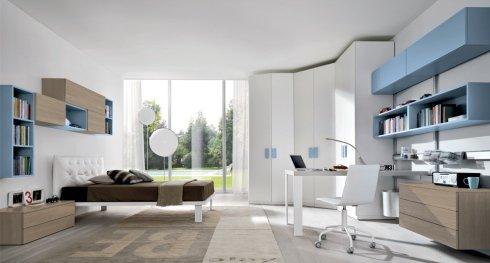 cameretta con mobili azzurri, cassettiera in legno, letto singolo bianco