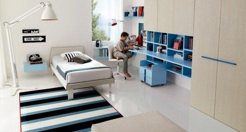 cameretta in legno chiaro e azzurro, cameretta per bambino, camerette di qualità