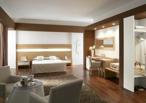 La nostra ditta propone eleganti combinazioni per l'arredo di camere di albergo.