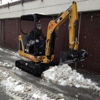 sgombero neve da strada con macchinario