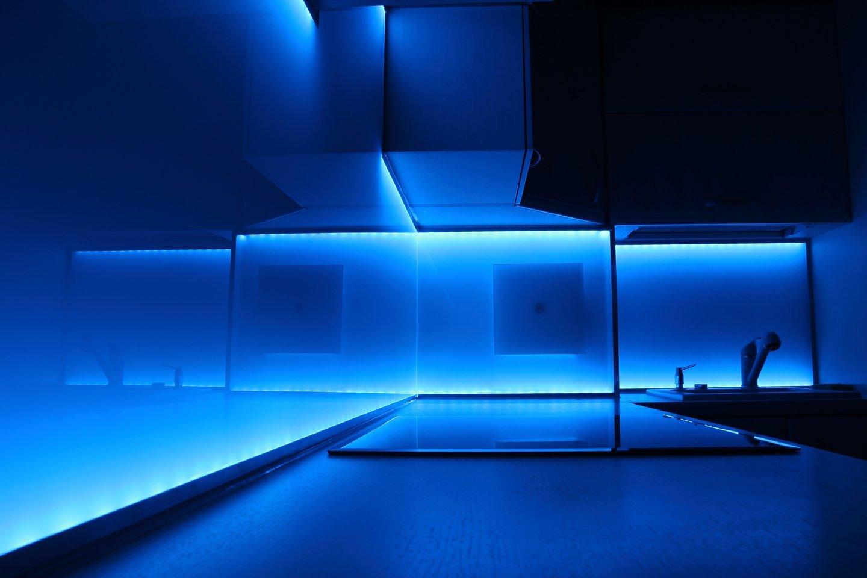 bagno con illuminazione a led