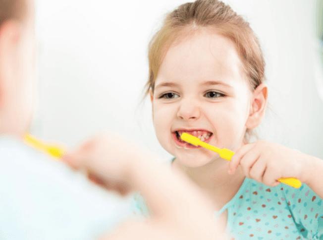 CHILDREN'S BRUSHING HABITS KIDS TEETH GOOD ORAL HEALTH