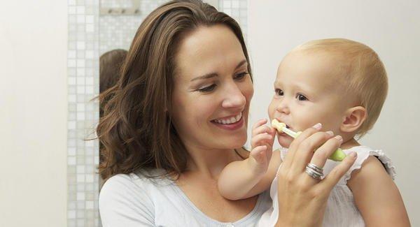 Clean Infant teeth