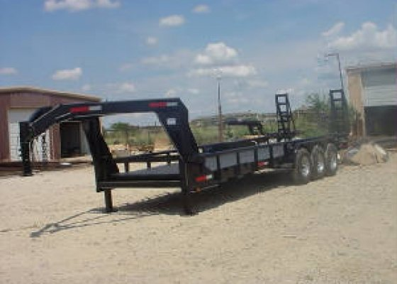 TRIAXLE GNECK TRAILER