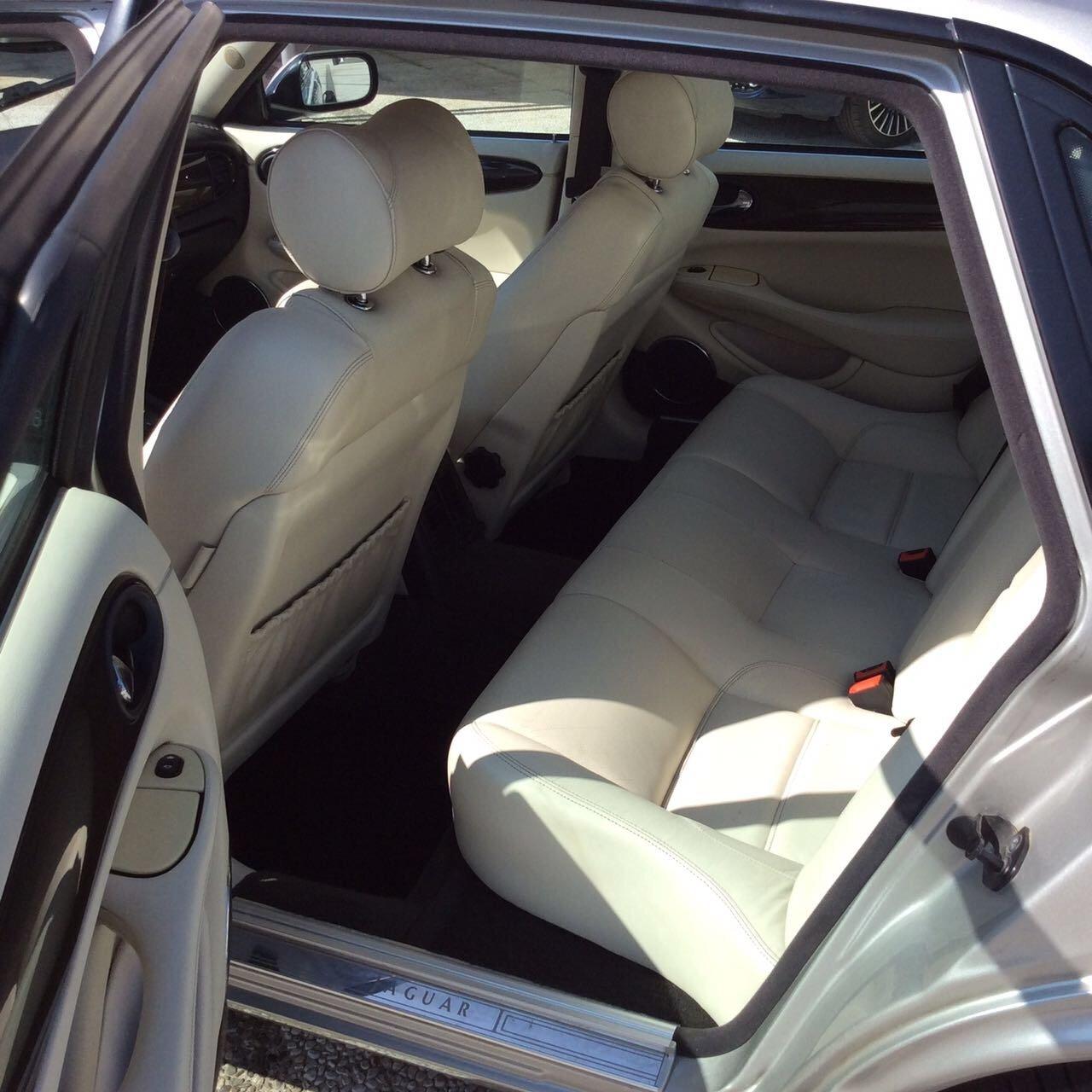 i sedili posteriori di un Jaguar