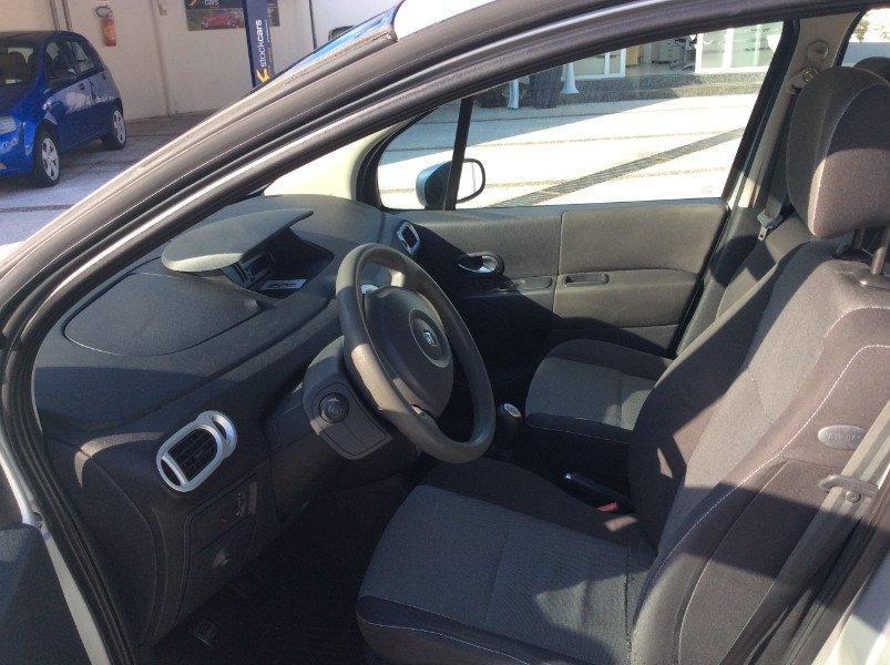 gli interni di una Renault Modus