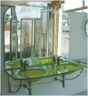 2 lavabi in vetro verde presso Vetreria Ciullo a Ruffano, LE