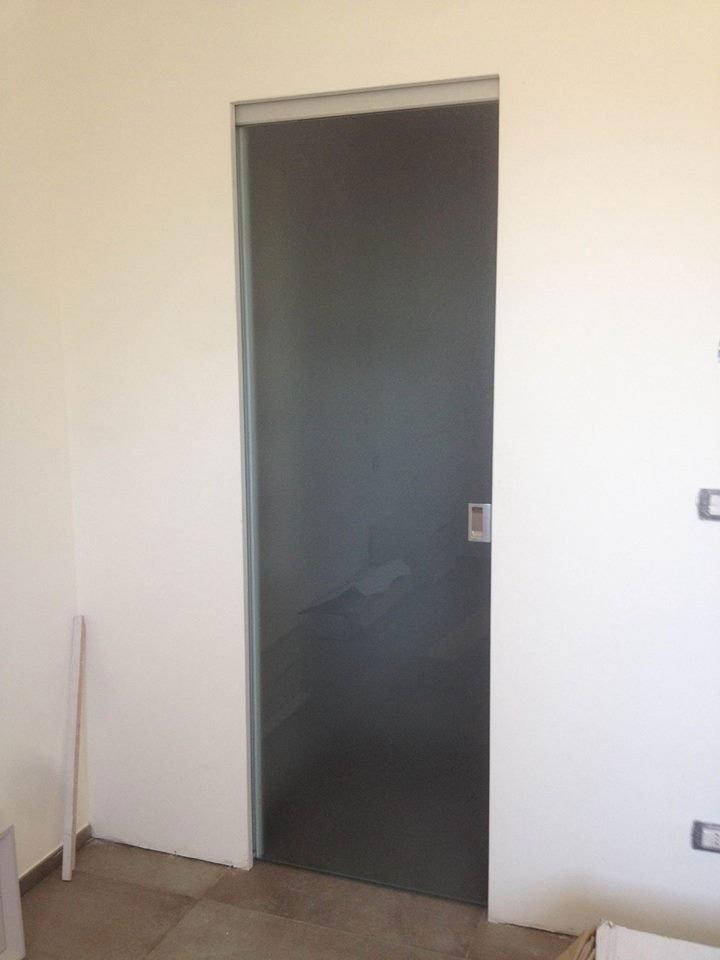 Porta di vetro presso Vetreria Ciullo a Ruffano, LE