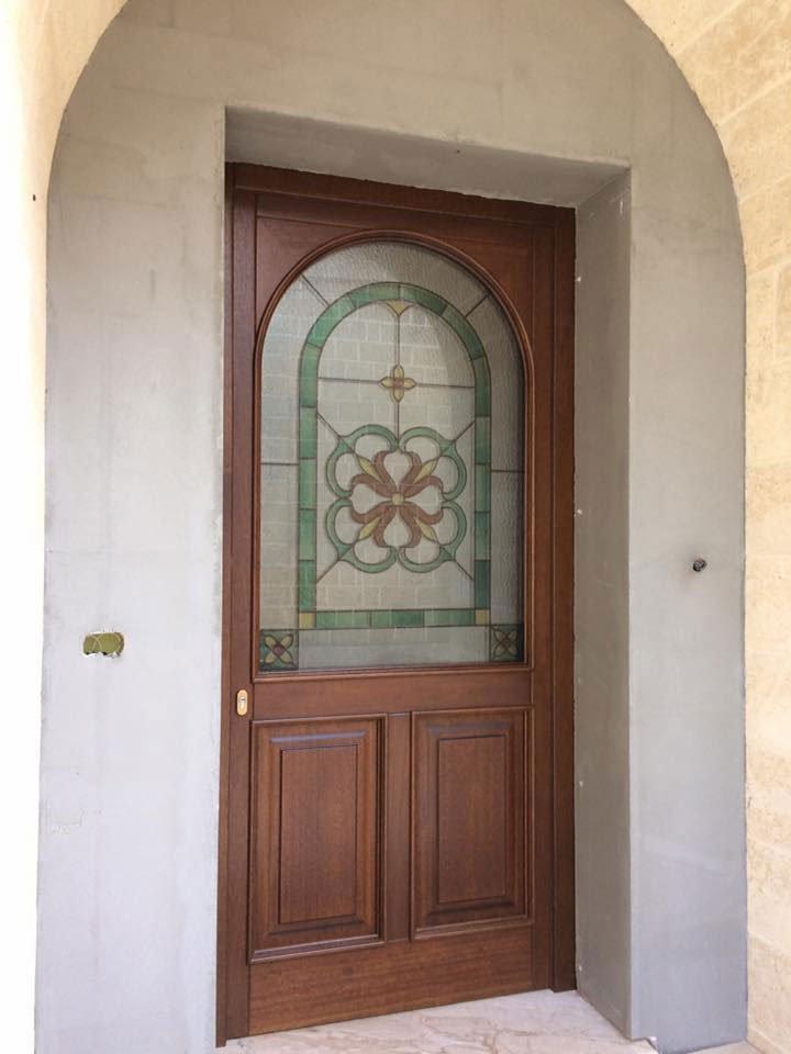 Porta in legno con vetrata presso Vetreria Ciullo a Ruffano, LE
