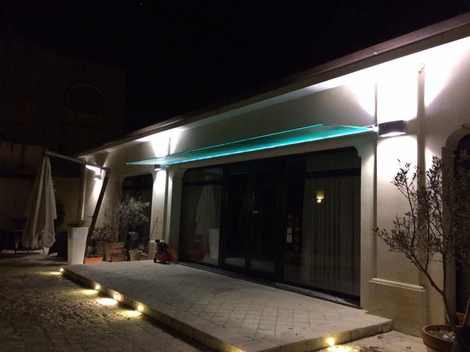 Pensilina in vetro azzurro presso Vetreria Ciullo a Ruffano, LE