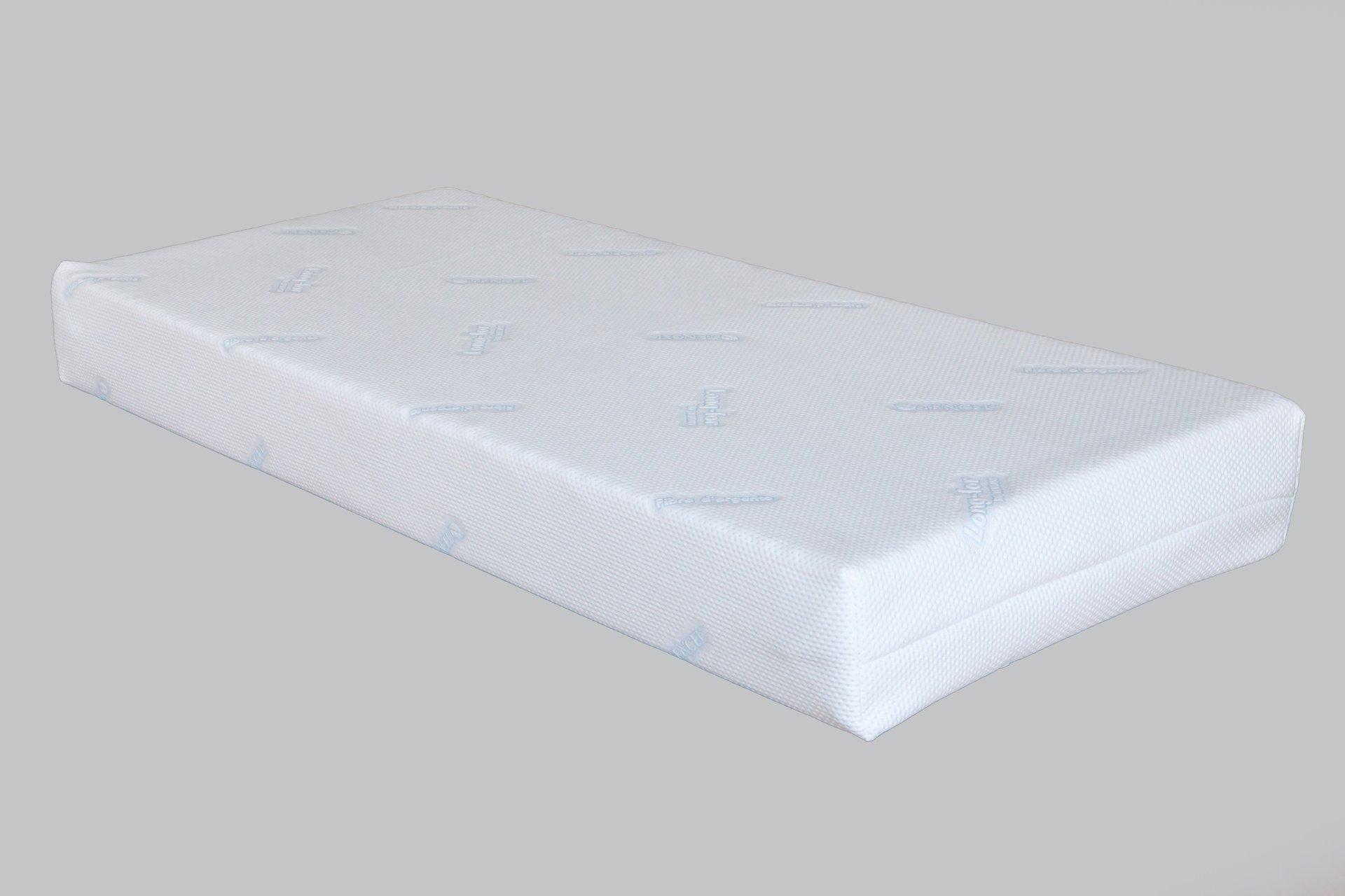 materasso con copri materasso