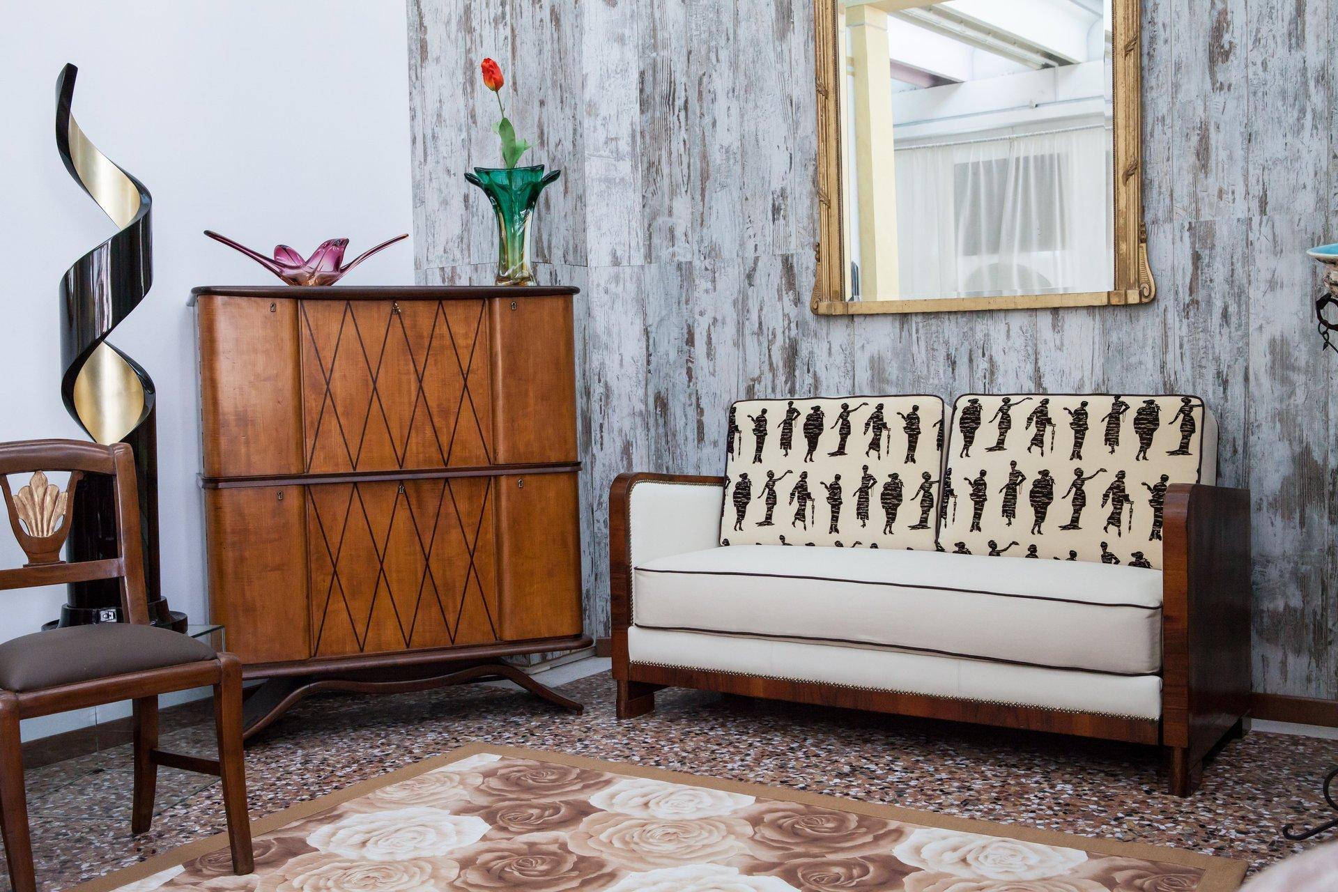 salotto con mobile in legno