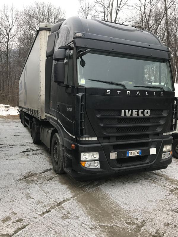 un camion nero