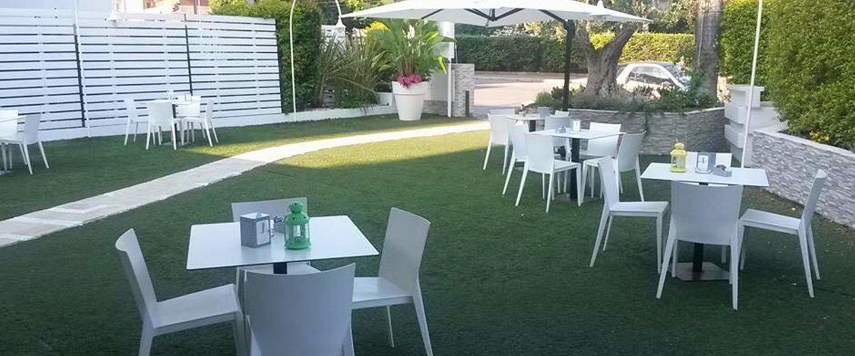 zona pranzo in un giardino