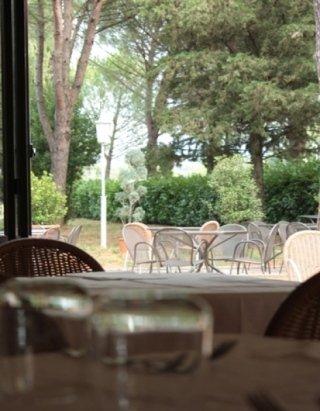 tavolo locale ristorante