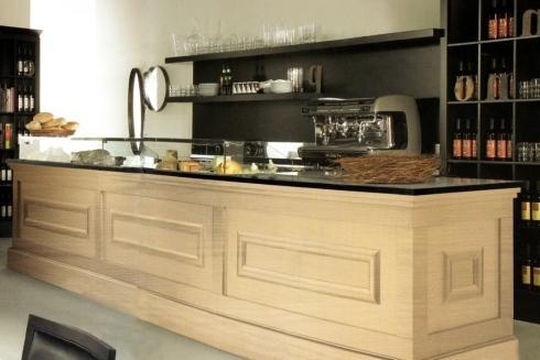 vista di cucina con bancone in legno