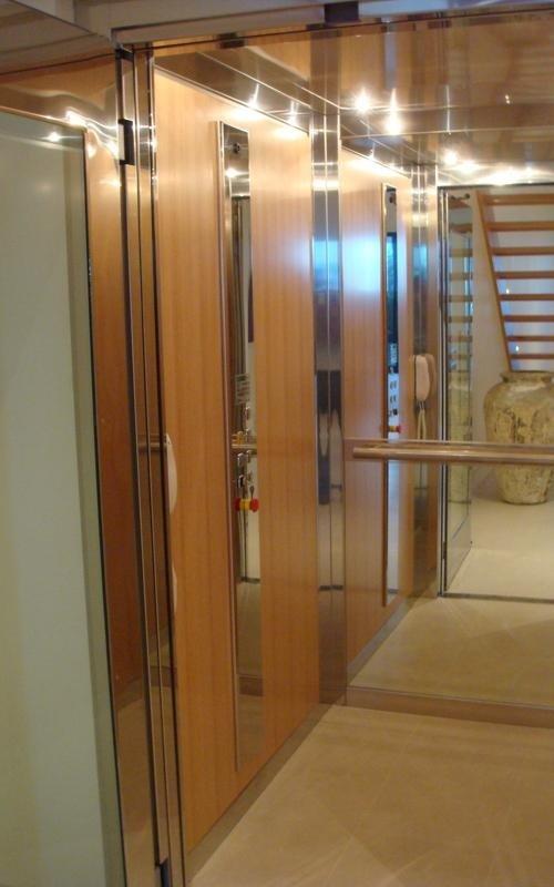 Interno ascensore condominiale - Viale Ascensori