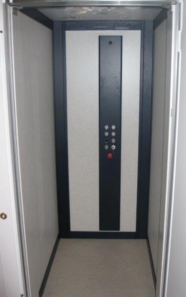 Pulsantiera a colonna interno ascensore