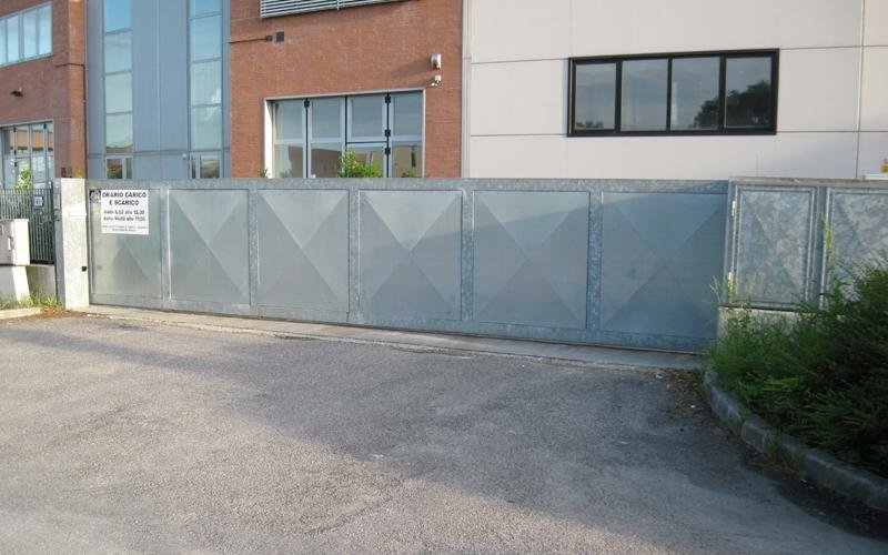 cancello scorrevole ferro
