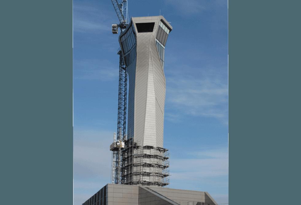 torre di controllo in costruzione