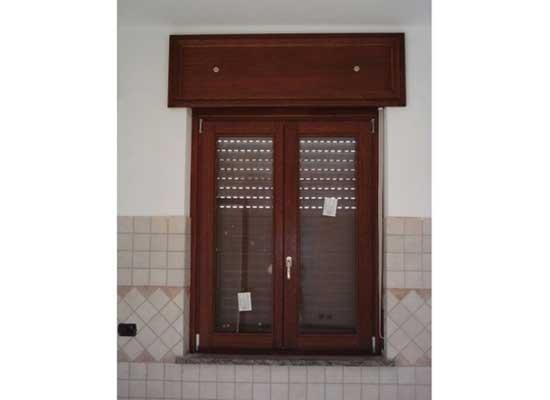 Finestra e cassettone serranda in legno