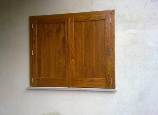 Antoni in legno chiusi